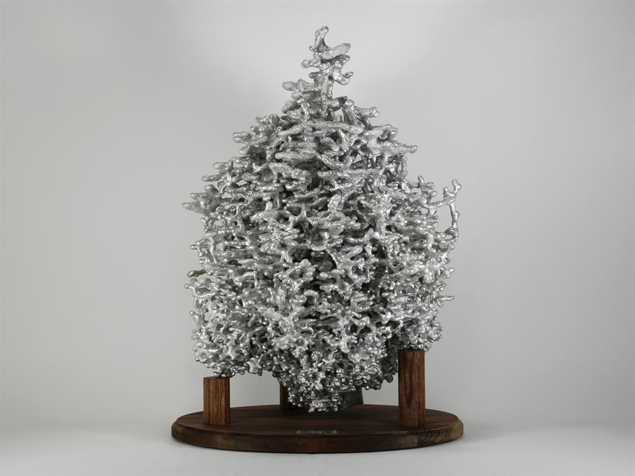 Very large cast of an ant colony using molten aluminum